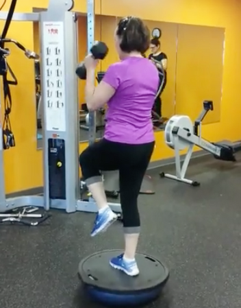 Total body exercise with bosu Works the legs, the glutes, the biceps and the shoulders and the balance.
