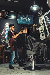 adults-barber-barber-shop-2061820.jpg
