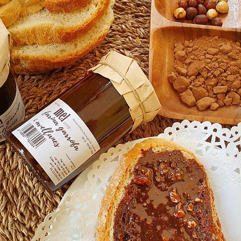 Mel amb farina de garrofa i avellanes