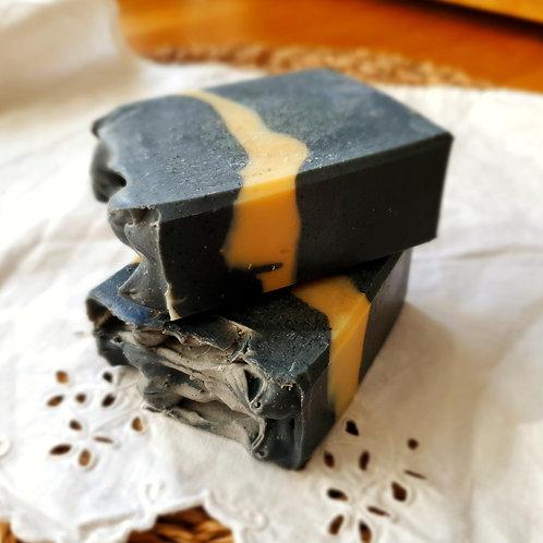 Sabó de carbó activat i mel de romaní