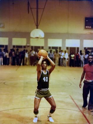 Mason shoots free throws - Saints 1978