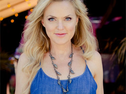 FX's 'Sex & Drugs & Rock & Roll' Star Elaine Hendrix Answers Our 26 Burning