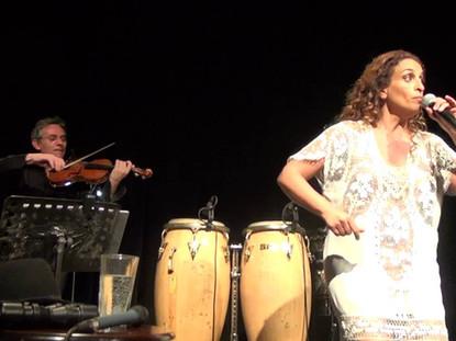 Noa sings Alla Ferra together with Solis Strings Quartet