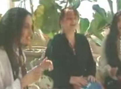 Noa with Myriam and Shirley Zafri – Yemenite Song