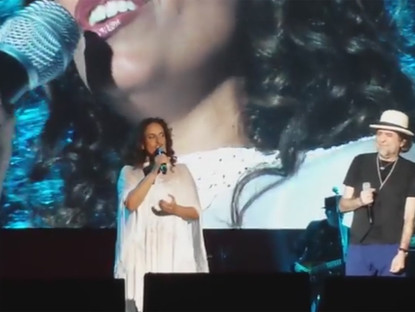 Noa & Joaquin Sabina in Mexico sing the Spanish Version of You/Tu