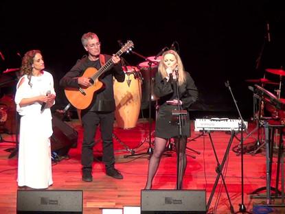 Noa & Anna Maria Jopek perform Uri