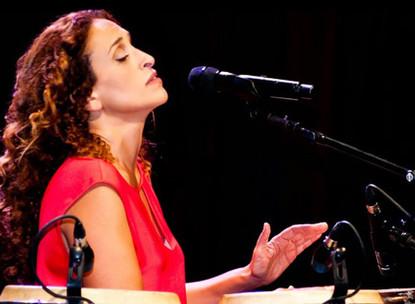 Breathtaking Review of Noa's Concert and New Album in Haaretz