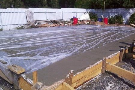 Накрыть бетон после заливки