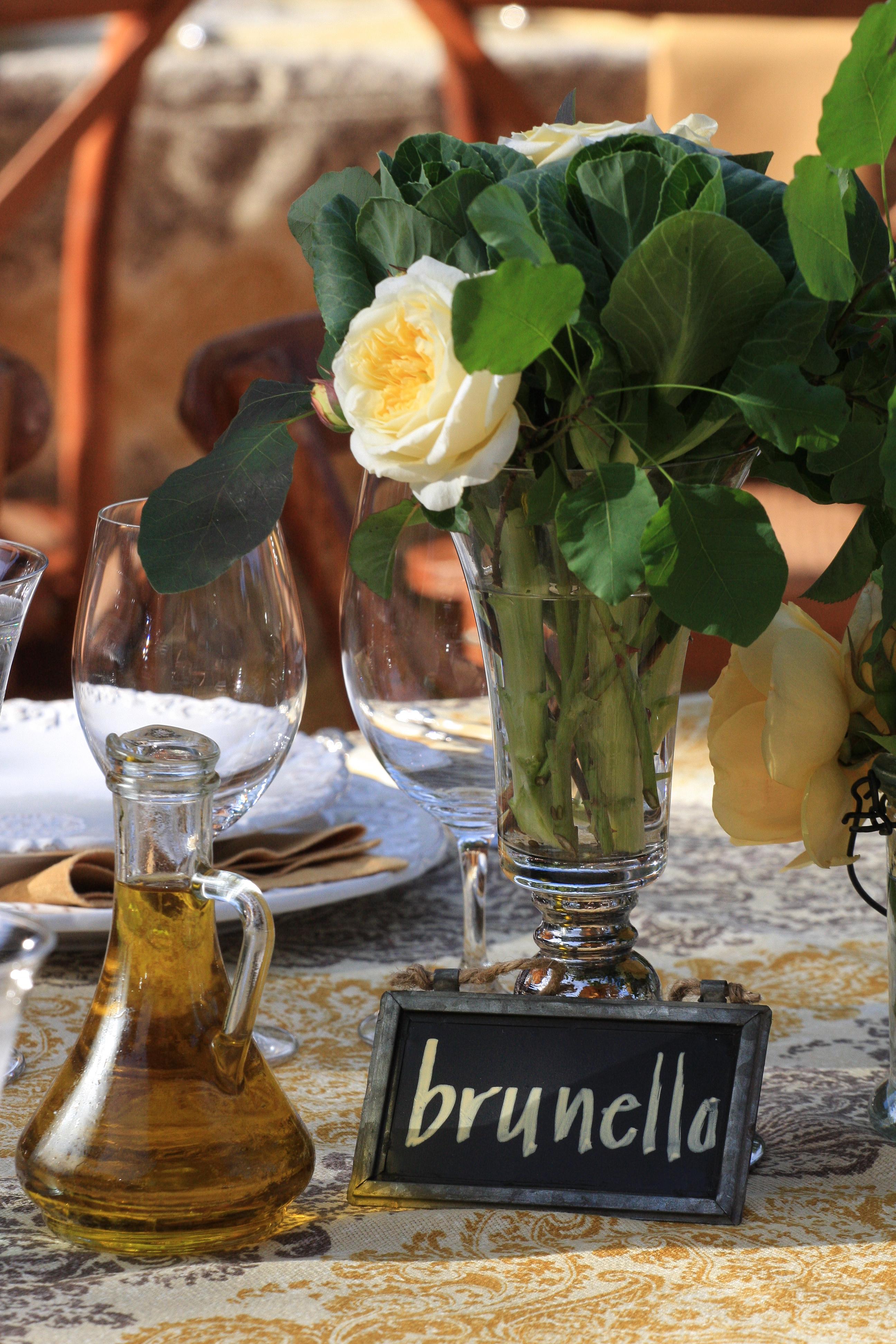 Wine varietal table name & flowers