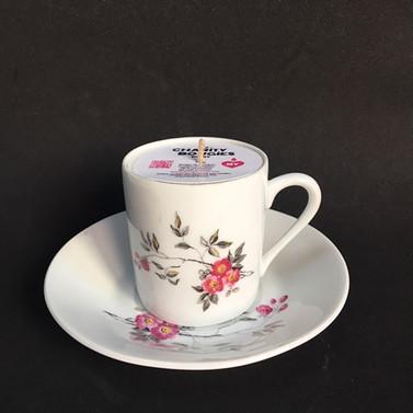 Ravissante tasse à café en porcelaine à motifs délicats