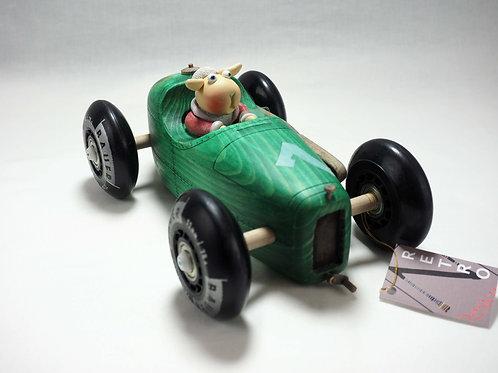 Groene racewagen met schaap