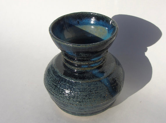 Medium sized swirly vase by Kathy Pierce