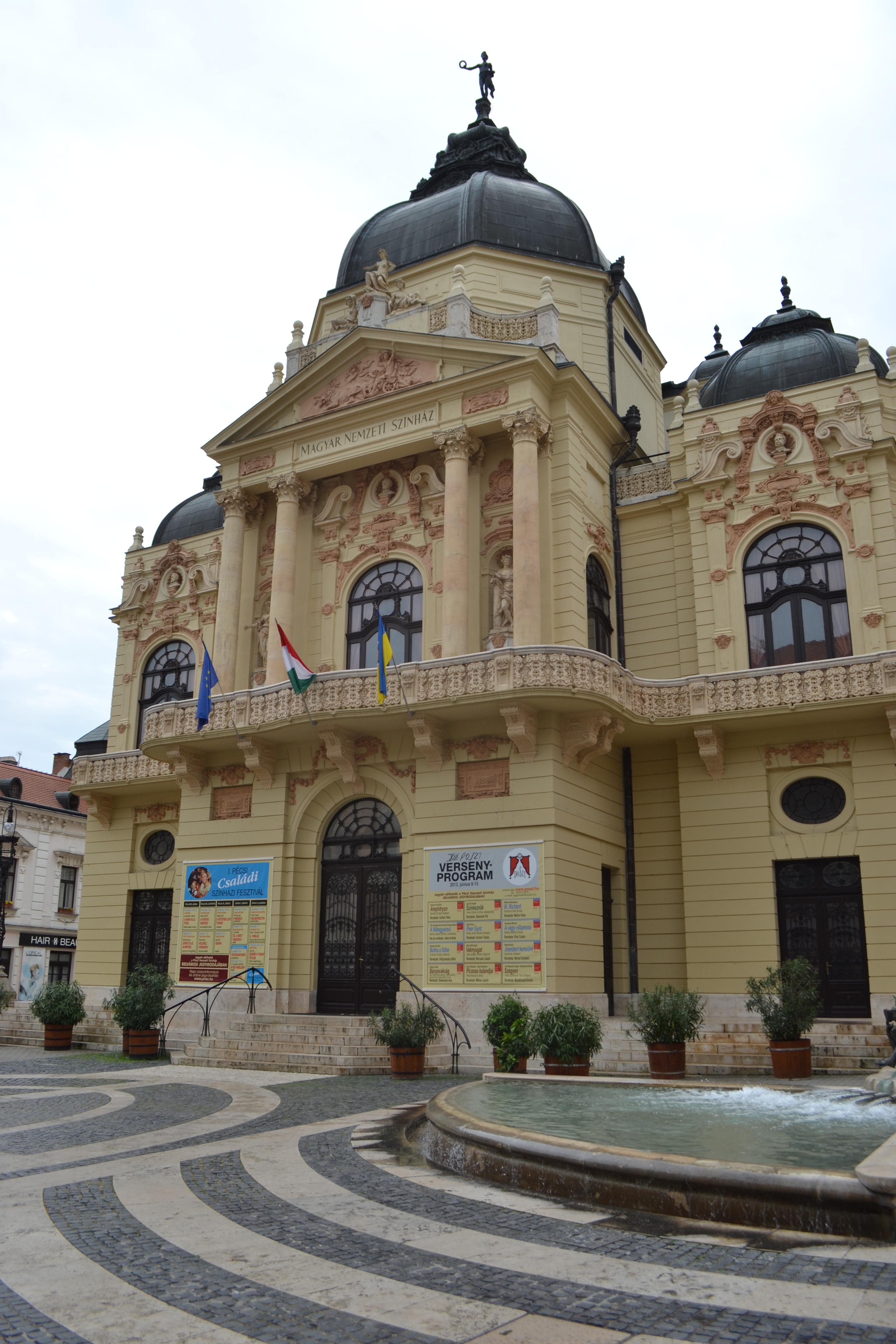Prachtig gebouw in Pécs
