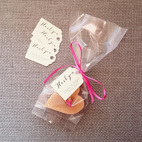 Pack of 25 tags, bags and ribbons