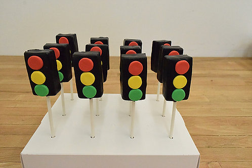 6 Stop Light Cake Pops