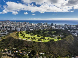 A study of contrasts in two of Hawaii's major islands