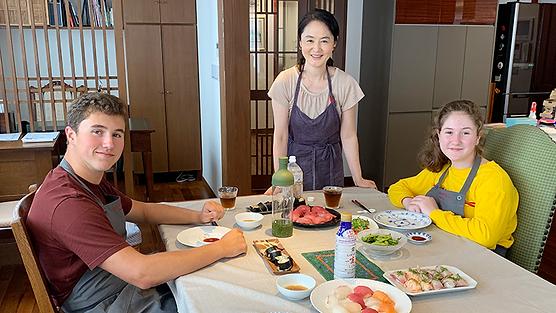 Tsukiji Tour by local guide and Sushi Making Class
