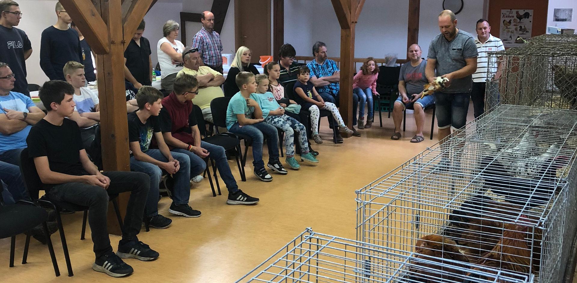 Andre Klein gibt Tipps und weist anhand der mitgebrachten Tiere...