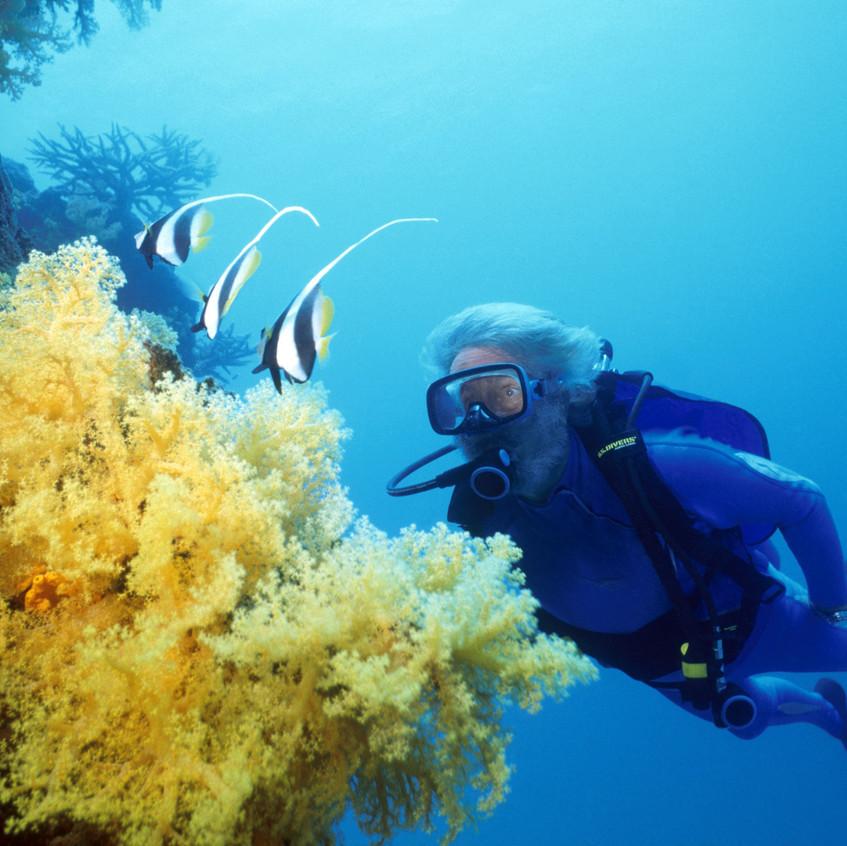 jmc  15-04-07  JMC underwater at Coral R