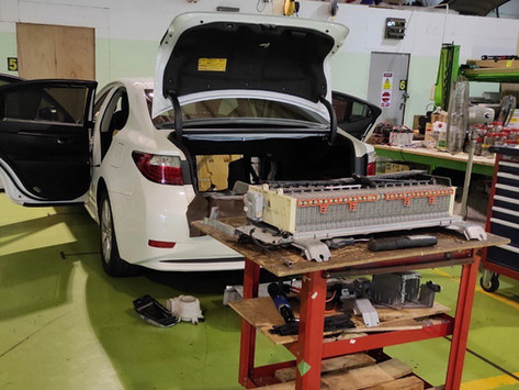 Lexus es300h: Hybrid Battery Job of the Day