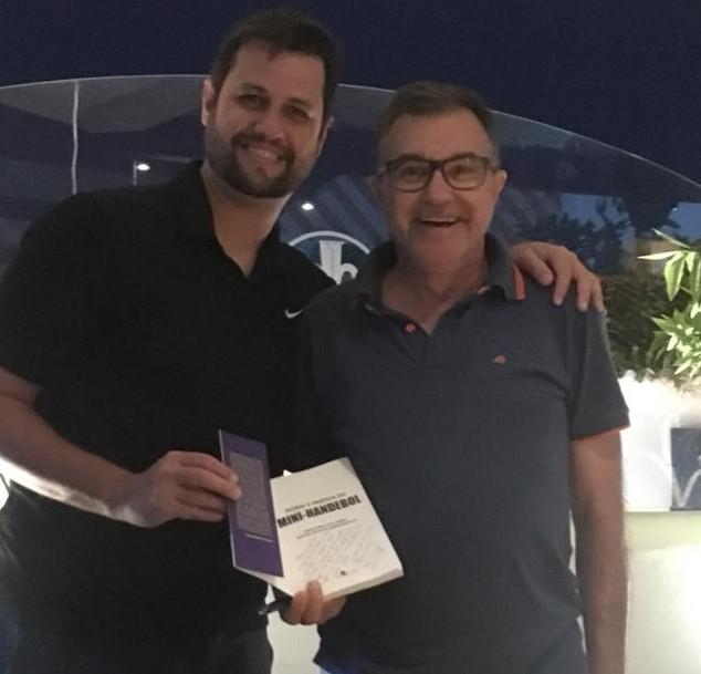 Prof. Diego e o Diretor do ACCD Carlos Carneiro em noite de autógrafos