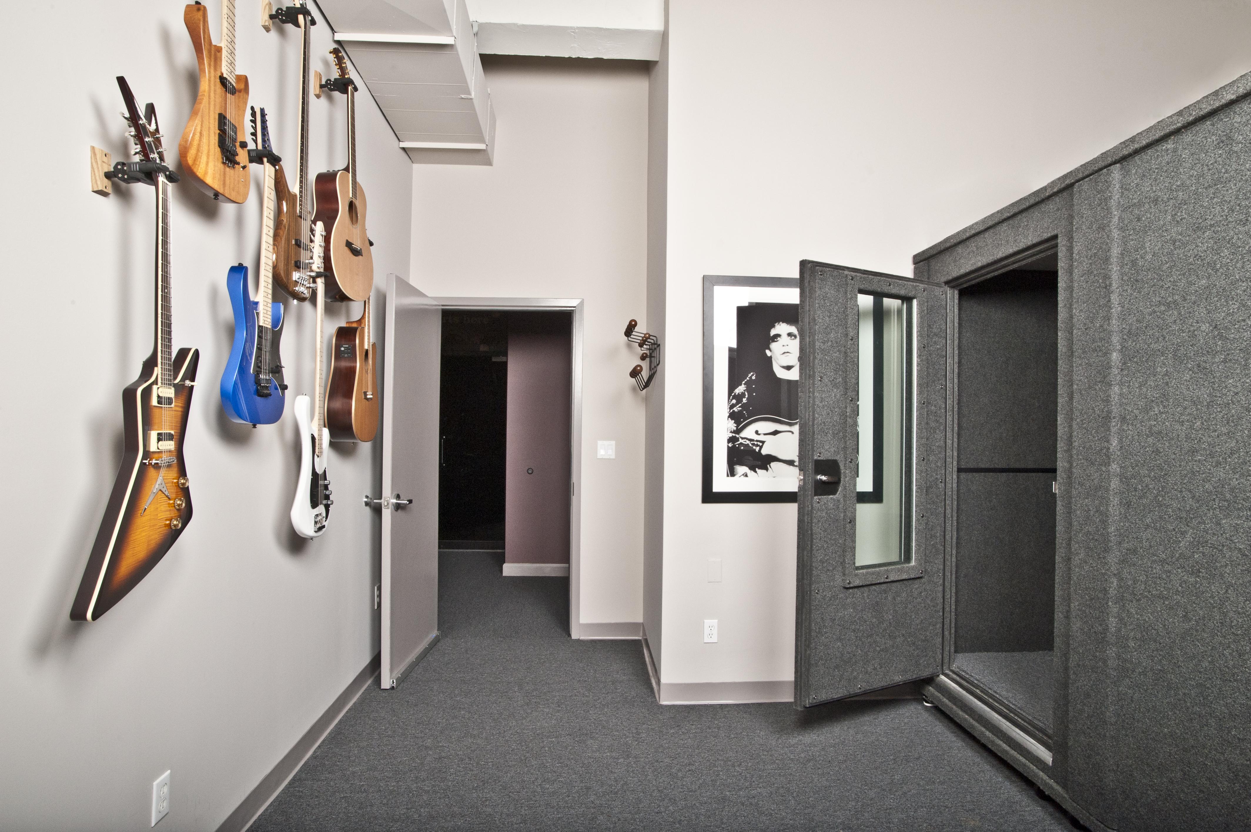 DADDARRIO Guitar Room_EID2088.jpg