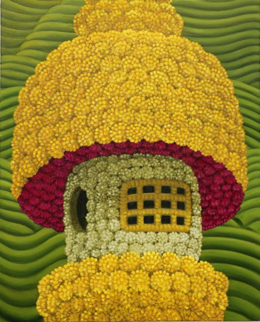 「高野山の小さな灯籠と茶畑」