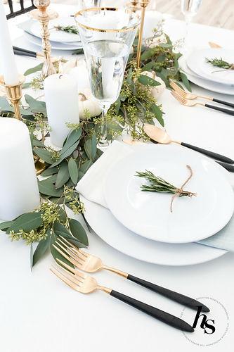 A+modern,+minimal+Thanksgiving+Tablescap