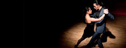 Spectacle latino, show latino, danseuses latino, danseurs latino, musiciens latino, soirée à thème latino, paillettes, danse latino, danse en couple, bolas argentines, danse cumbia, folklore mexicain, tango argentin, initiation salsa, animation latino, repas latino, fête tropicale, mariage latino, séminaire latino, événement latino, samba brasil