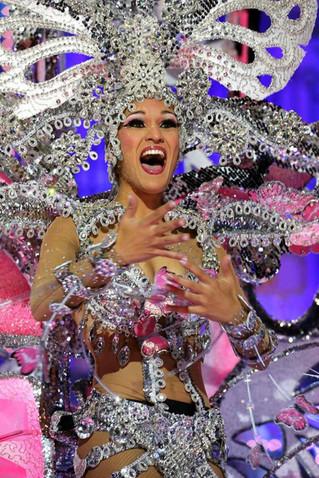 La nouvelle reine du carnaval des Canaries, pure émotion!