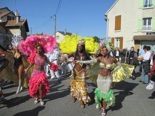 C'est la saison des mariages et des défilés de rues!