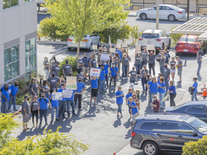 Hundreds of teachers protest before Hart district meeting