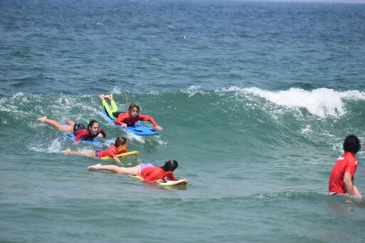 kids surfing 1