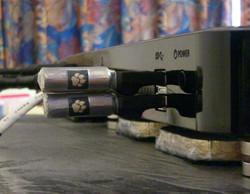 QNAP HS-210に2個重ねて入ります!