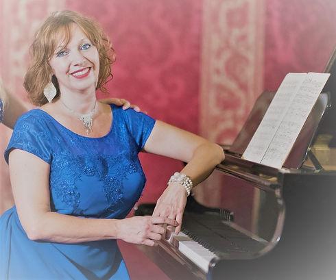 Eva al pianoforte.jpg