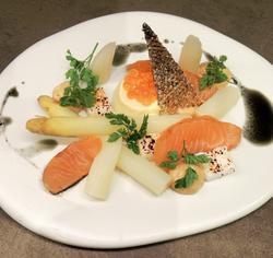 Tartelette d'asperges au saumon mariné - Geert Van Hecke