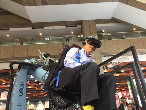 資訊月 機械手臂VR發表