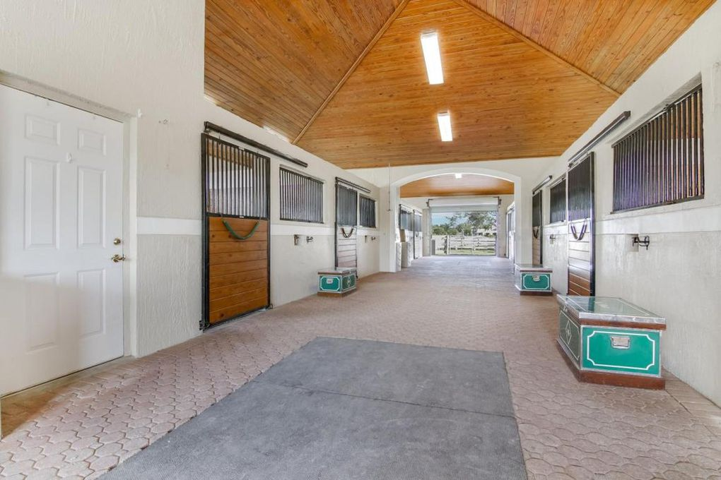 Wellington Barn Aisle