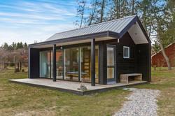 scandinavian-modern-tiny-house-exterior3-via-smallhousebliss