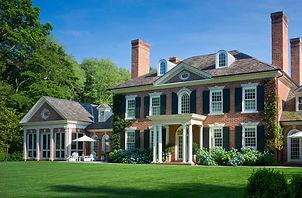 Фото дома в английском стиле, английский архитектурный стиль, дом в классическом стиле,