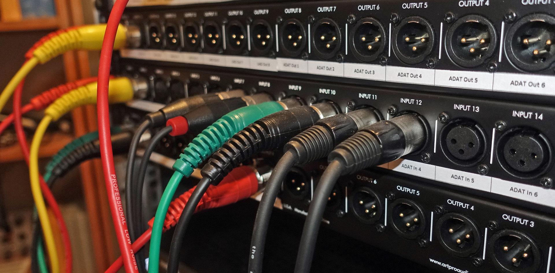 ganz ohne Kabel gehts nicht