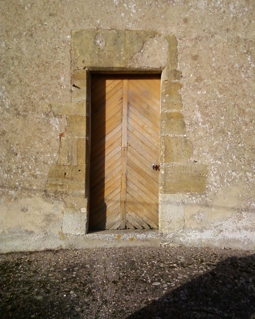 Porte de l'église de Mondrecourt
