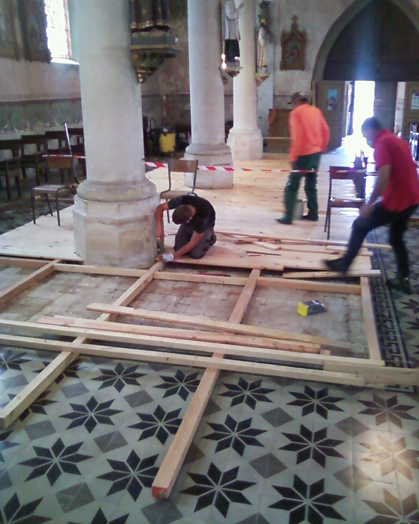Réfection du plancher de l'église de Fleury sur Aire