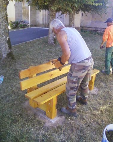 Fabrication et pose d'un banc à Saint-Agnant