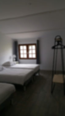 chambre 3 lits et salle d'eau