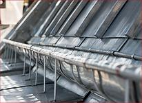 Notre entreprise réalise le remplacement ou la pose de gouttières zinc à Paris . Les gouttières assurent la descente et l'évacuation des eaux de pluie garantissant une bonne étanchéité de votre toiture.