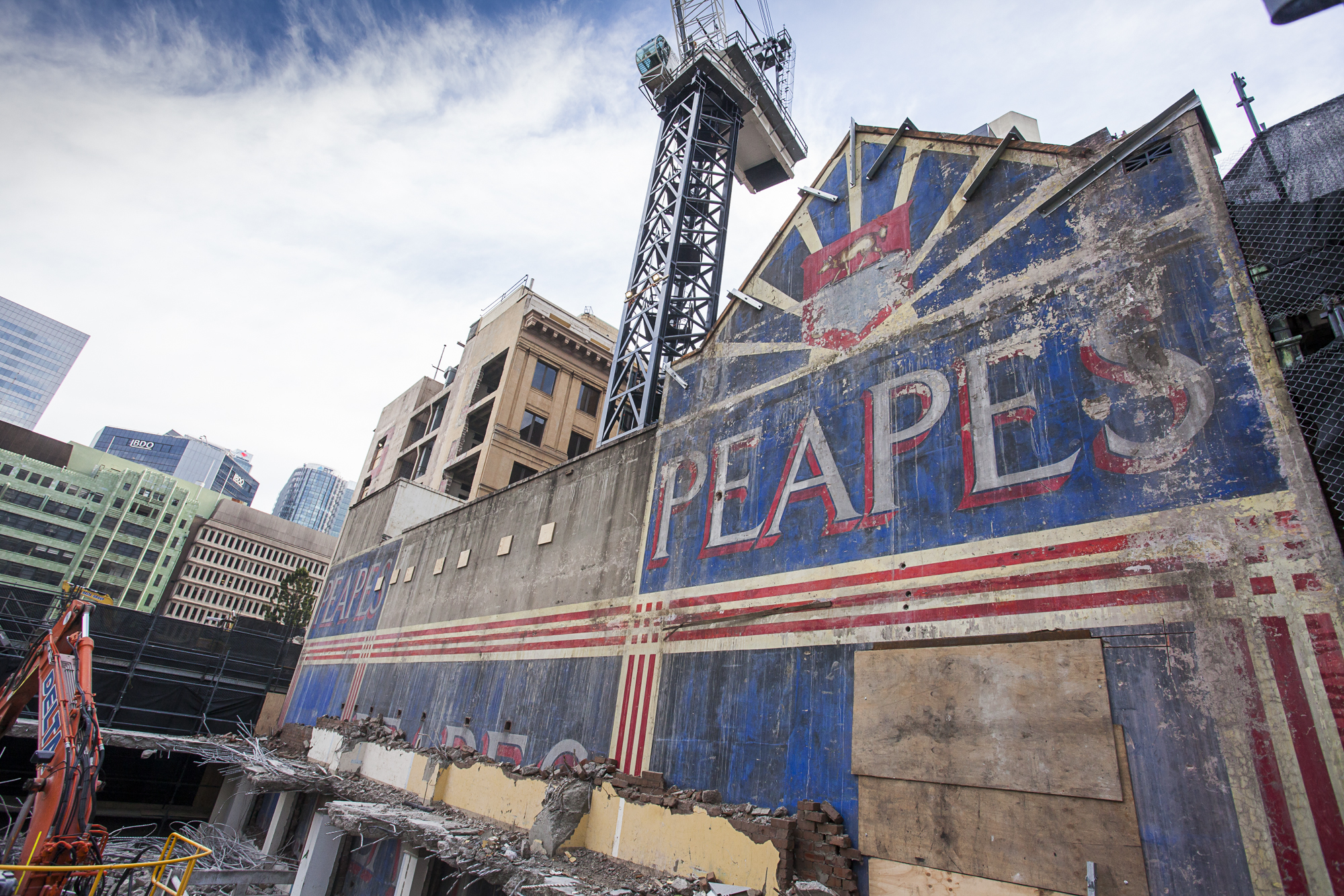 1 Both 'Peaps' Facade exposed on 285 George St