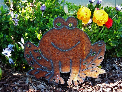 Frog Smiling Rusty Metal Garden Decor