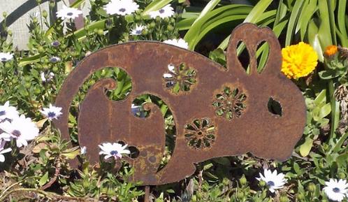 Rusty Metal Flower Bunny