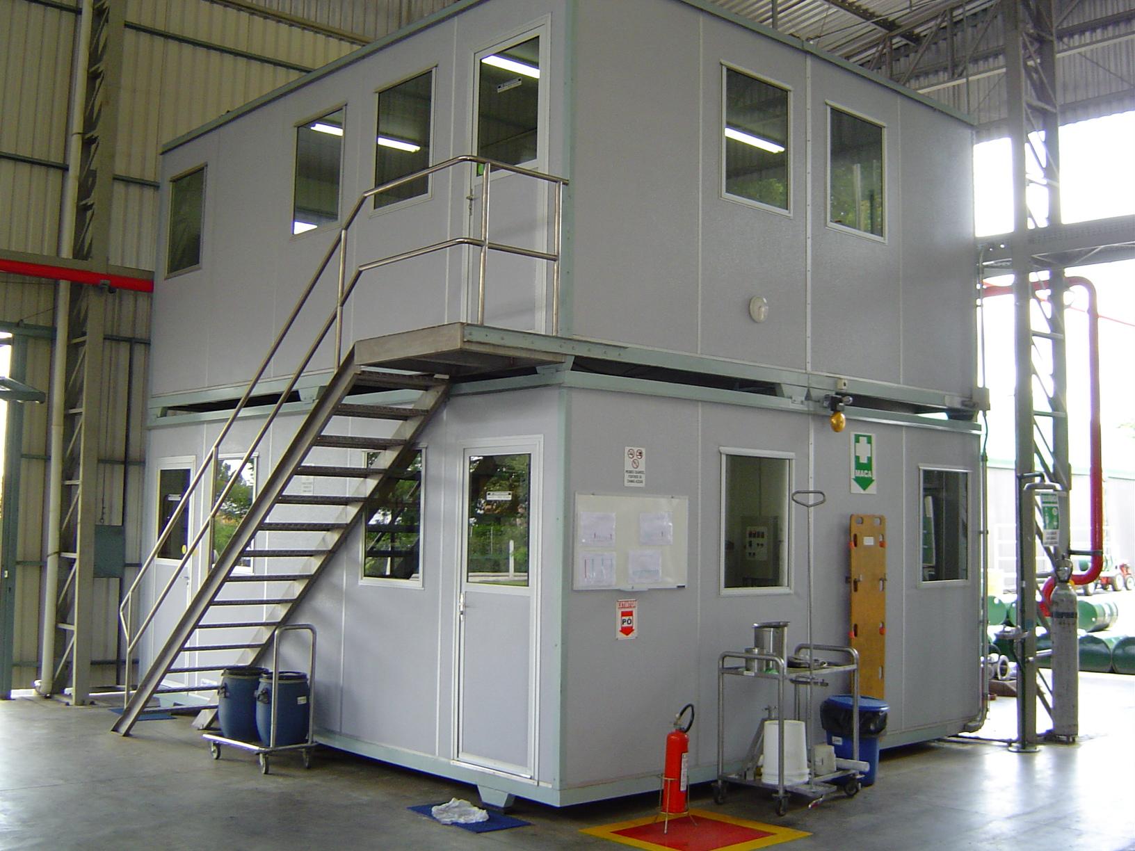 container sobreposto dois andares